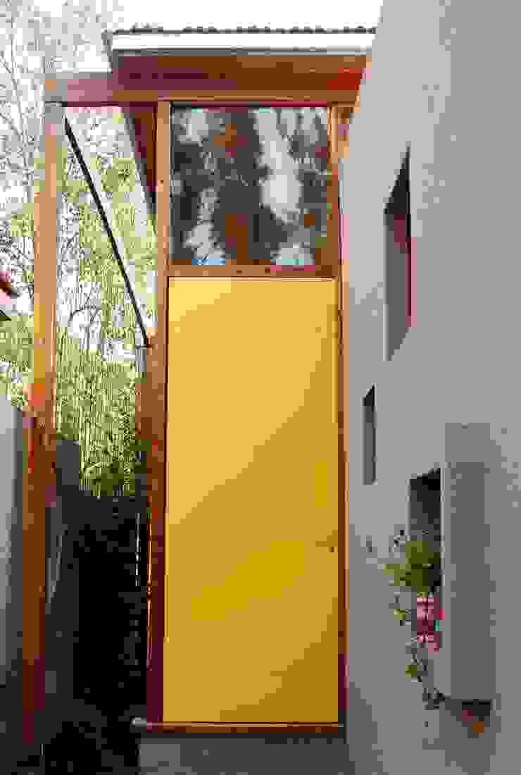 Puertas y ventanas de estilo industrial de Guadalupe Larrain arquitecta Industrial Metal