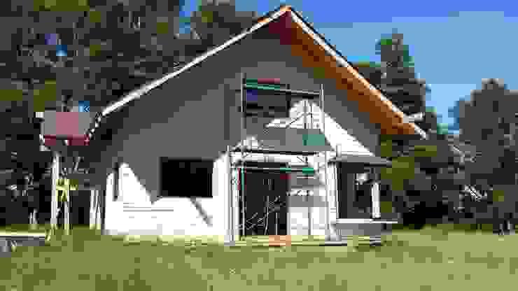 Exterior, fachada principal Arquitectura y Construcción Chinquel Casas de estilo rústico Madera