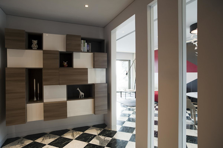 Sergio Mannino Studio Ingresso, Corridoio & Scale in stile moderno Legno Marrone