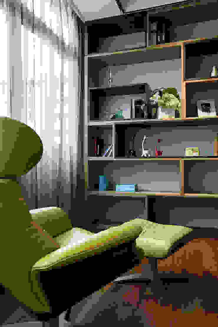信美室內裝修 Oficinas y bibliotecas de estilo moderno Acabado en madera