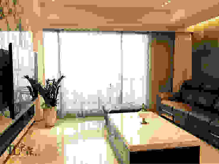 客廳視角 现代客厅設計點子、靈感 & 圖片 根據 宗霖建築設計工程 現代風