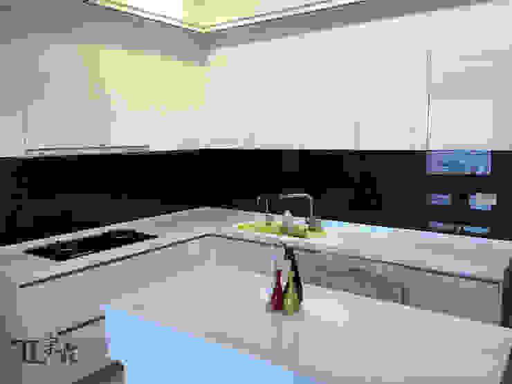 廚房 現代廚房設計點子、靈感&圖片 根據 宗霖建築設計工程 現代風