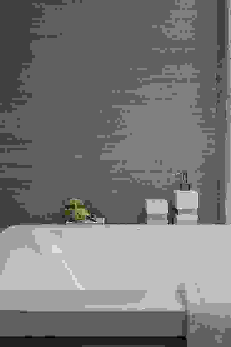 《聚‧日常》 現代浴室設計點子、靈感&圖片 根據 辰林設計實業有限公司 現代風