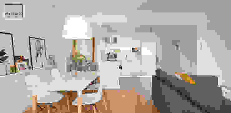 Casa T&J slvr estudio Salones de estilo mediterráneo