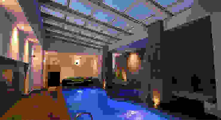 Automatic Roof in New Delhi, India Modern pool by AIRCLOS Modern Aluminium/Zinc