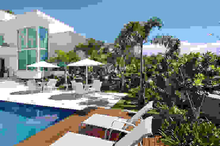 Jardin de style  par Rafaela Novaes Paisagismo, Tropical