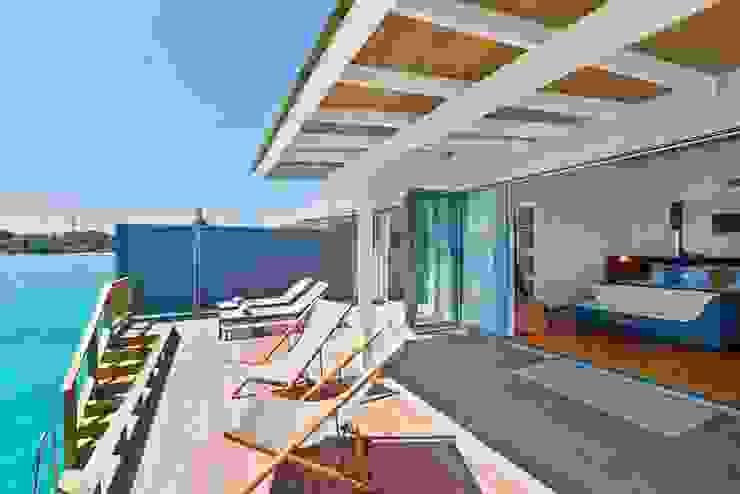 Puertas Plegables para un Lujoso Resort Hotelero en Maldivas Hoteles de estilo moderno de AIRCLOS Moderno
