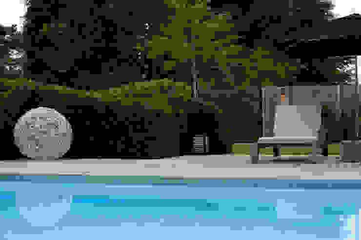 Piscinas de estilo moderno de Heart for Gardens. Moderno