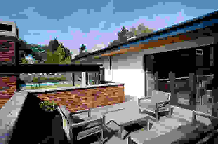 Doordachte lounge. Moderne tuinen van Heart for Gardens. Modern