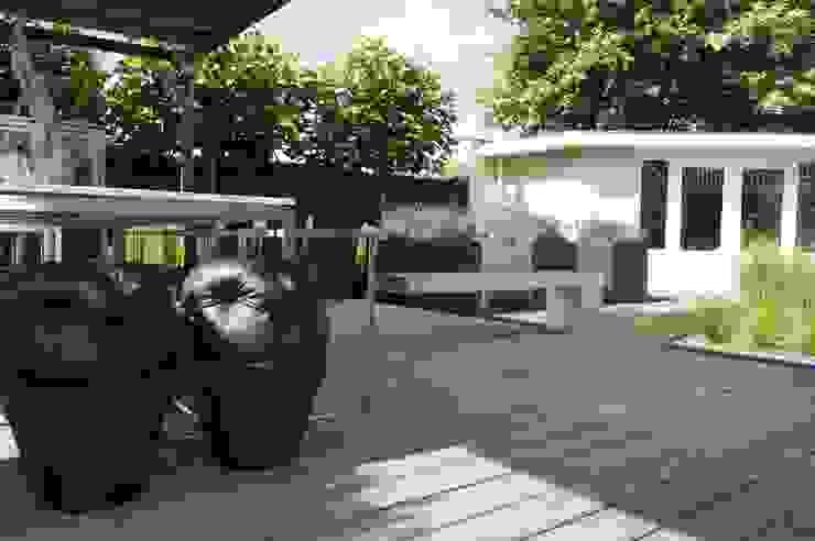 Modern balcony, veranda & terrace by Heart for Gardens. Modern Wood Wood effect