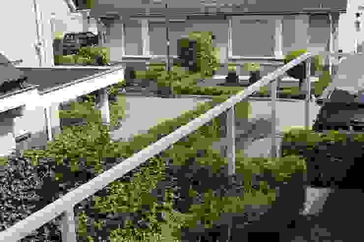 Modern garden by Heart for Gardens. Modern