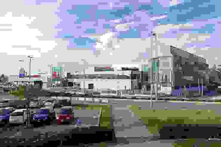 Edificios de oficinas de estilo moderno de Cotefa.ingegneri&architetti Moderno