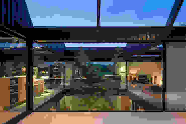 Villa Schoorl Minimalistische woonkamers van Architectenbureau Paul de Ruiter Minimalistisch
