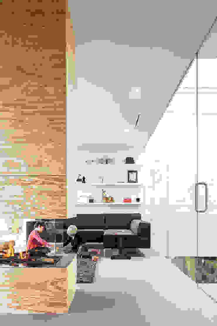 Villa V Minimalistische woonkamers van Architectenbureau Paul de Ruiter Minimalistisch