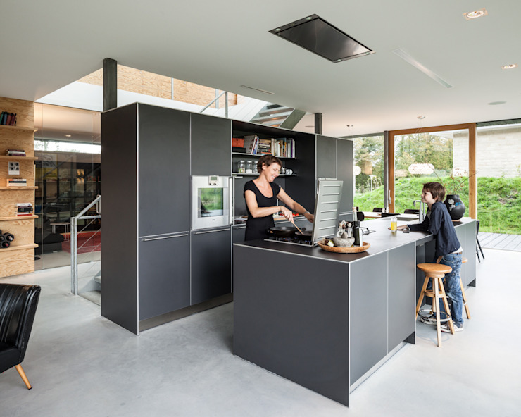Villa V Minimalistische keukens van Architectenbureau Paul de Ruiter Minimalistisch