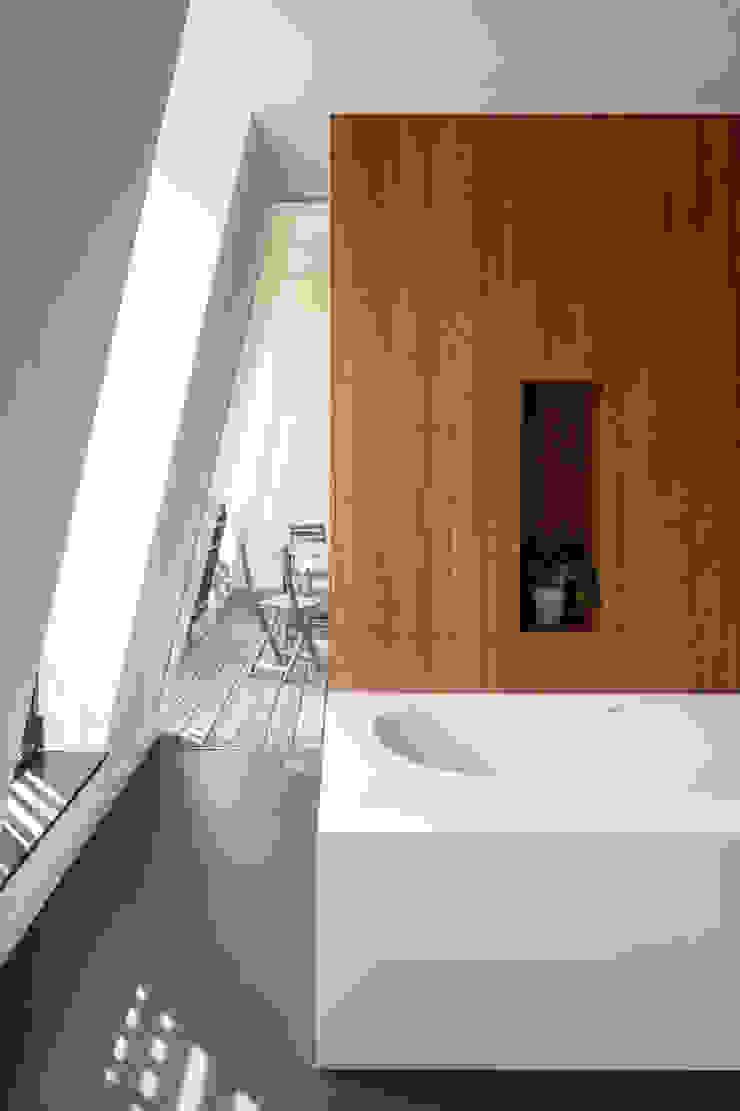 Stadsvilla Kralingen Moderne badkamers van Architectenbureau Paul de Ruiter Modern