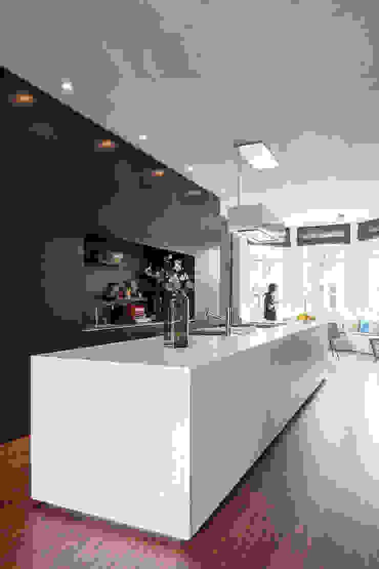 Stadsvilla Kralingen Moderne keukens van Architectenbureau Paul de Ruiter Modern
