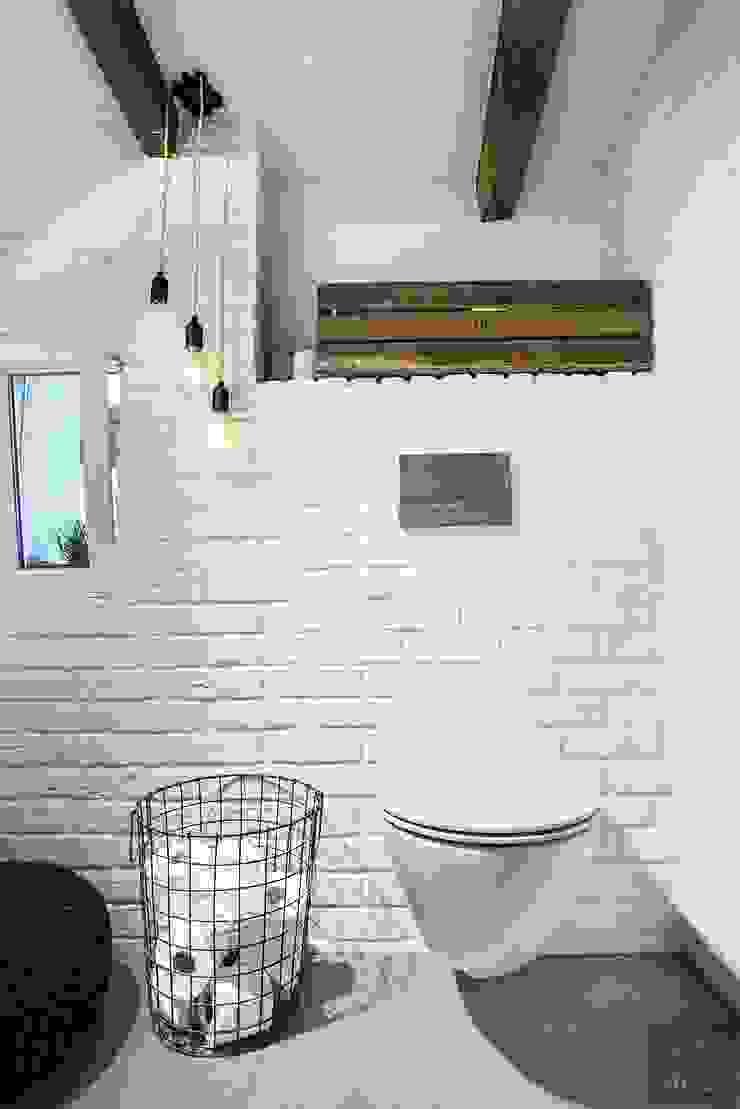 Baños de estilo escandinavo de Limonki Studio Wojciech Siudowski Escandinavo