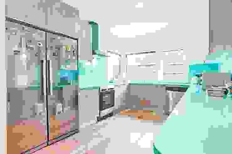 Moderne Küchen von Rui Arez, arquitecto Modern