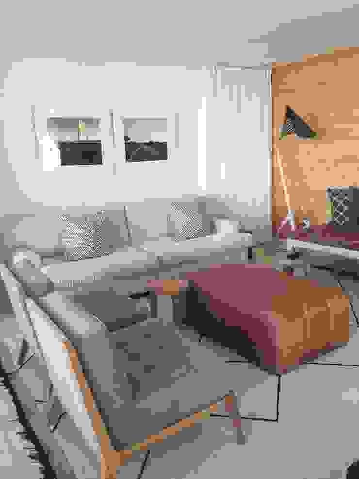 Claire Cartner Interior Design ห้องมัลติมีเดียของตกแต่งและอุปกรณ์จิปาถะ ลินิน Grey