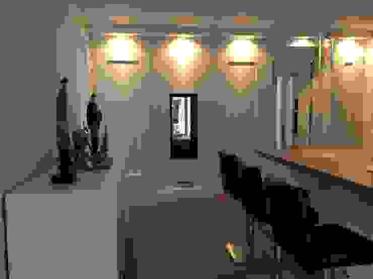 Bardeel aan het aangepastte keukeneiland Moderne keukens van Studio Inside Out Modern MDF