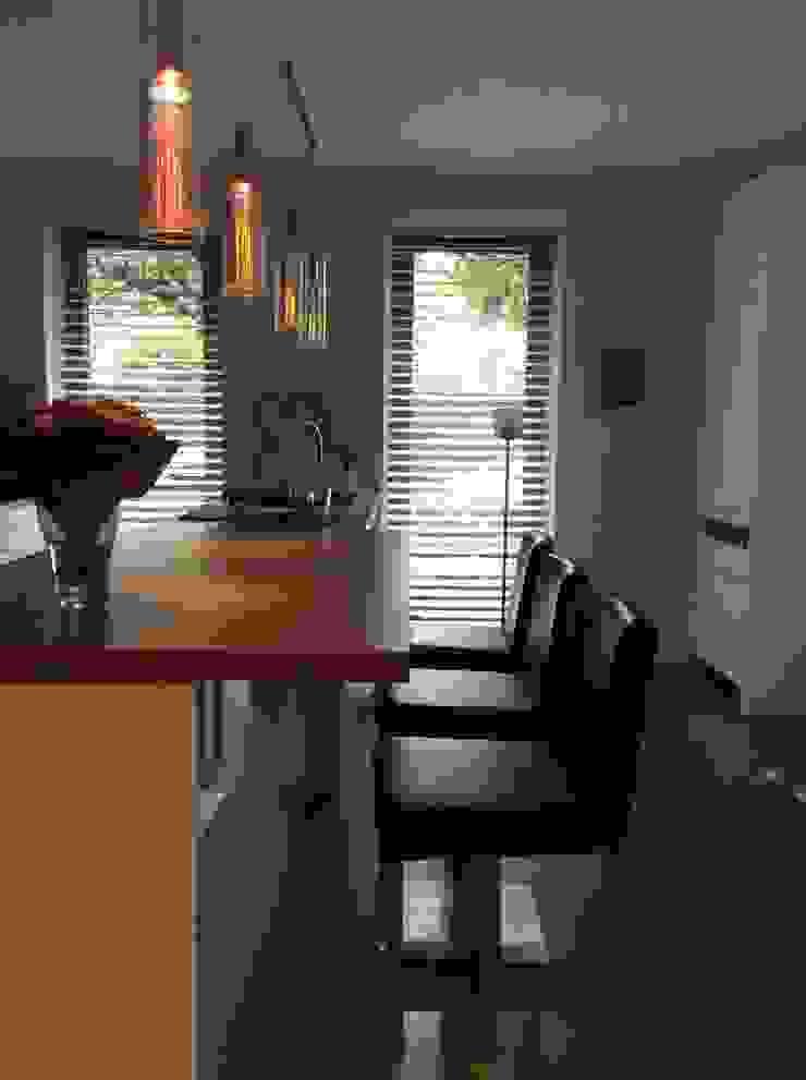 Eetbar in keuken Moderne keukens van Studio Inside Out Modern Hout Hout