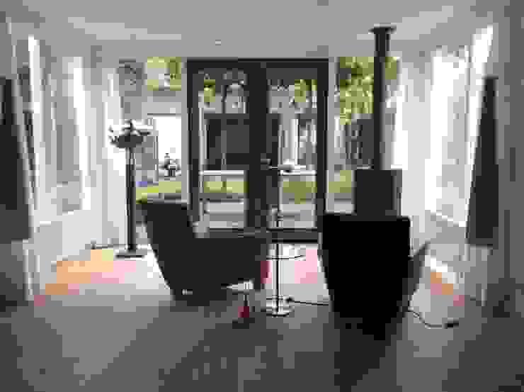 Nieuwe indeling met bestaand meubilair Moderne serres van Studio Inside Out Modern Hout Hout