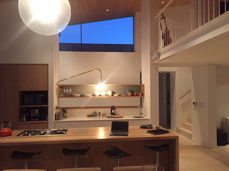 Claire Cartner Interior Design ห้องครัวไฟห้องครัว ทองแดง ทองสัมฤทธิ์ ทองเหลือง Grey