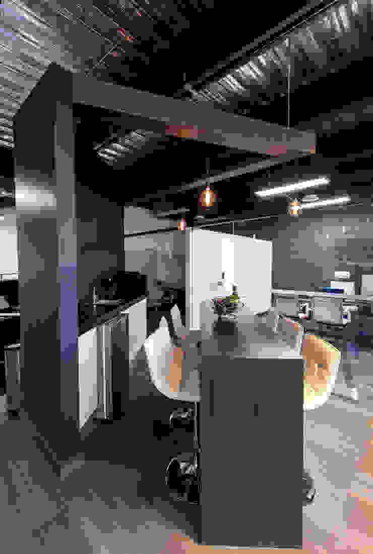 4. OFICINAS IMPERSEALCO Edificios de oficinas de estilo moderno de TARE arquitectos Moderno