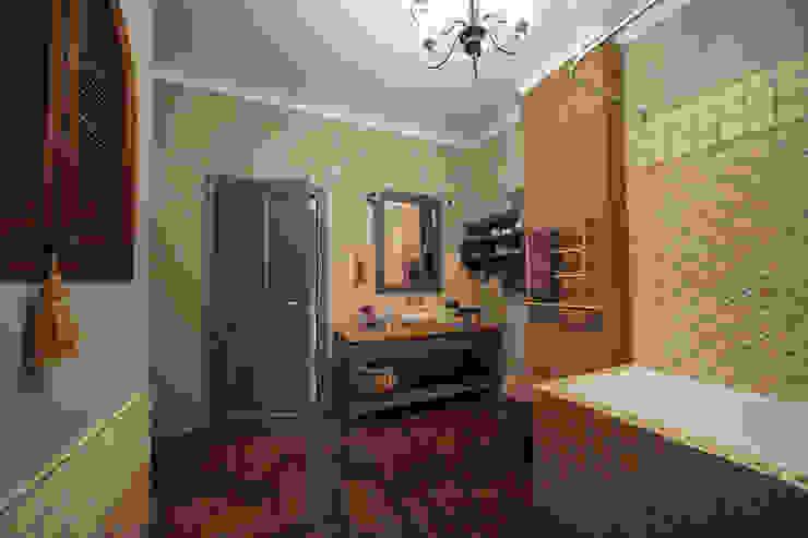 """Квартира в деревенском стиле ЖК """"Рублевское предместье"""" : Ванные комнаты в . Автор – SK- Sokolova design & Kogut Stroy,"""