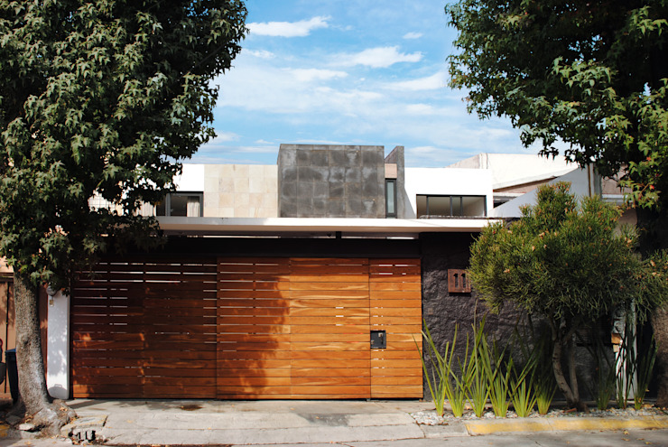 Modern Houses by TARE arquitectos Modern