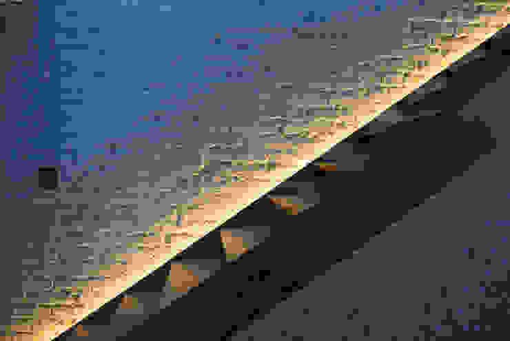 Pasillos, vestíbulos y escaleras de estilo moderno de TARE arquitectos Moderno
