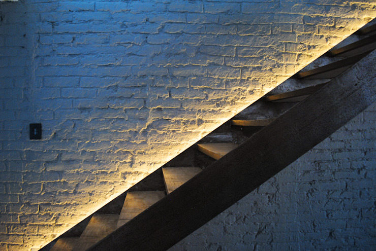 Modern corridor, hallway & stairs by TARE arquitectos Modern