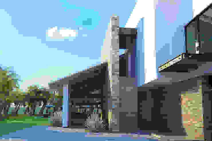 6. CASA JALISCO Casas modernas de TARE arquitectos Moderno