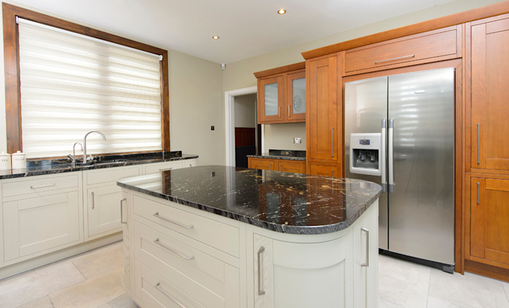 Mr & Mrs Moreton's Kitchen Room Classic style kitchen Granite White