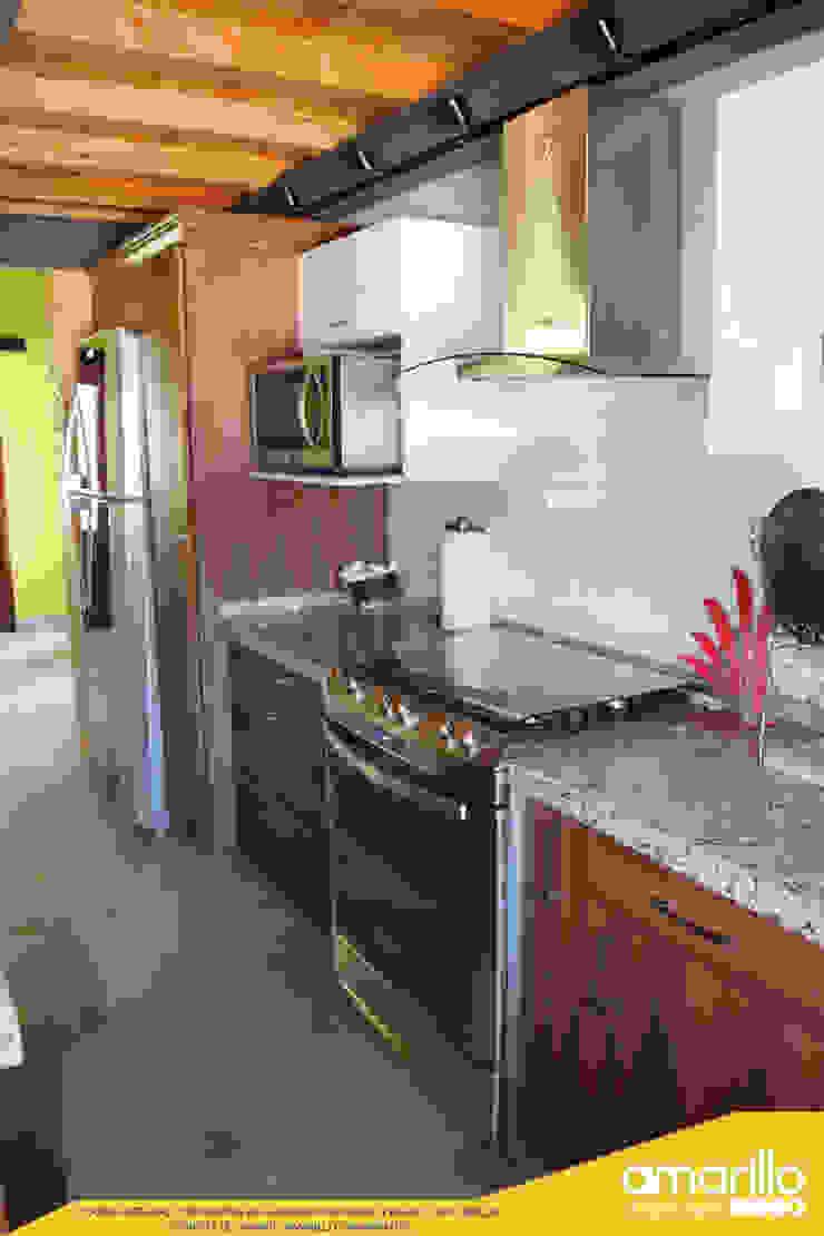 Amarillo Interiorismo CocinaEstanterías y gavetas Acabado en madera