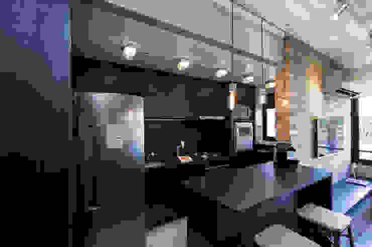 Industriale Küchen von K+S arquitetos associados Industrial