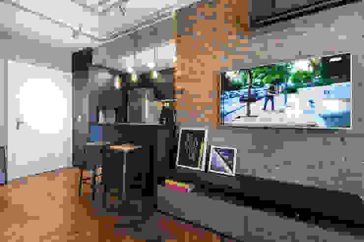 Living room by K+S arquitetos associados, Industrial
