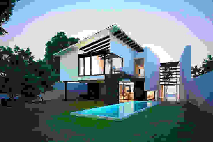 13. CASA AM Casas modernas de TARE arquitectos Moderno