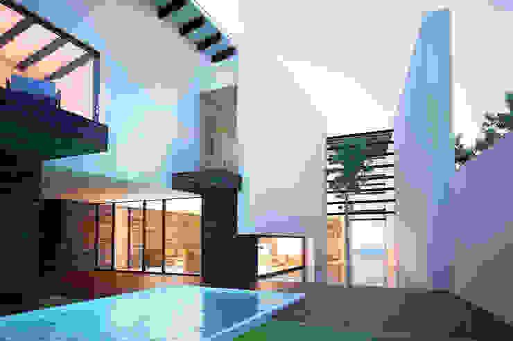 13. CASA AM Albercas modernas de TARE arquitectos Moderno
