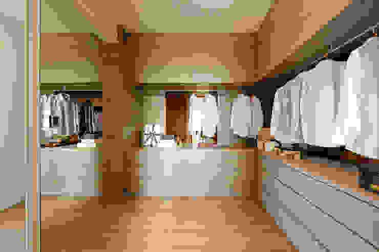 Modern dressing room by 沐設計 Modern