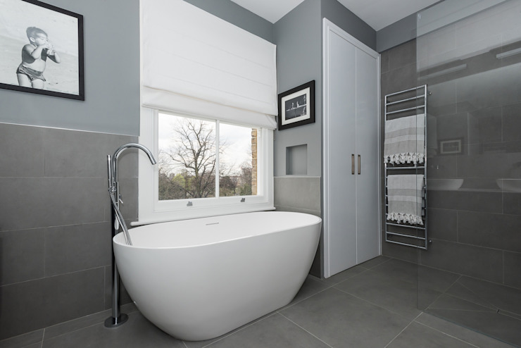 Salle de bains de style  par Grand Design London Ltd, Moderne