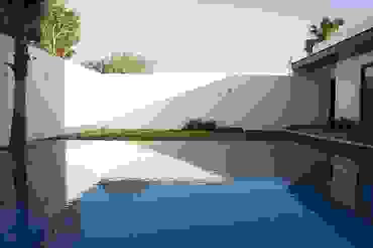 Piscine moderne par Toyka Arquitectura Moderne Bois Effet bois
