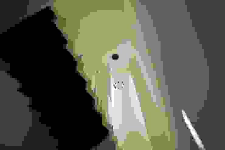 Diseño de escaleras Pasillos, vestíbulos y escaleras modernos de Toyka Arquitectura Moderno Madera Acabado en madera