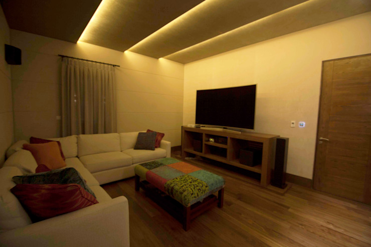 Modern media room by Toyka Arquitectura Modern Wood Wood effect