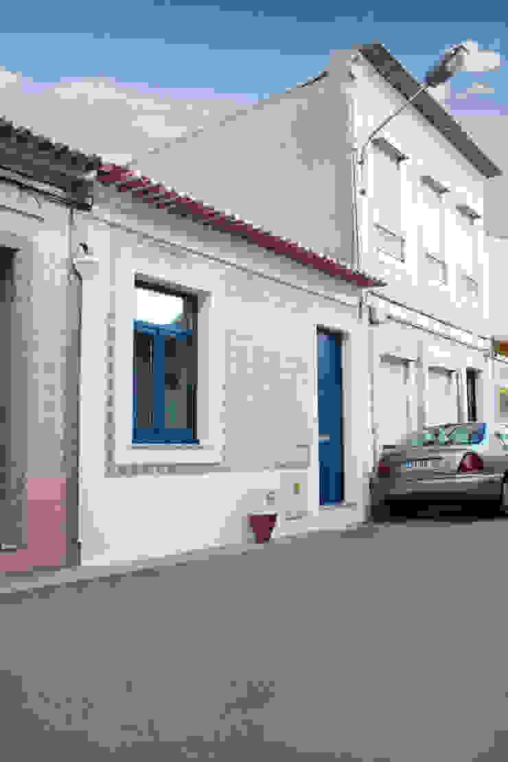 Casa do Justiçado GRAU.ZERO Arquitectura Casas minimalistas Azul