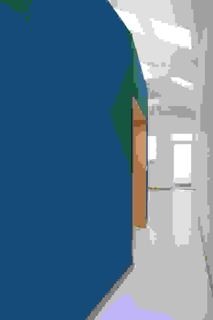 Casa do Justiçado GRAU.ZERO Arquitectura Corredores, halls e escadas minimalistas