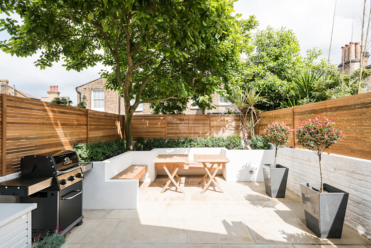 Jardines de estilo  por Grand Design London Ltd,