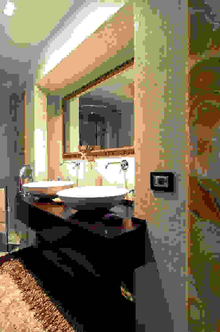 DORIArchitetti Modern style bathrooms