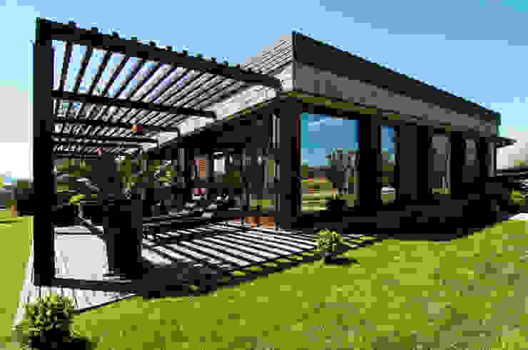 Modern garden by DORIArchitetti Modern